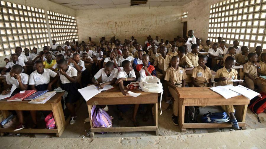 Los compañeros del curso de Laurent Barthélémy Ani Guibahi, en el Liceo Simone Gbagbo de Yopougon, Abiyán, Costa de Marfil.