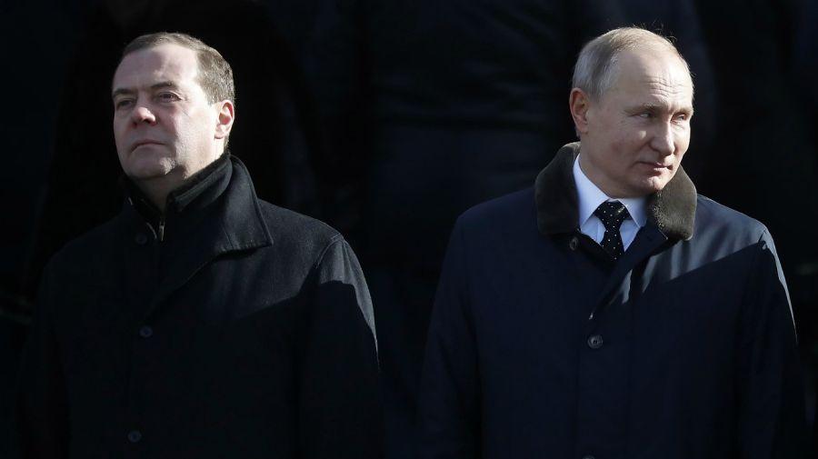 Medvedev deja de ser la mano derecha de Putin en el Gobierno.