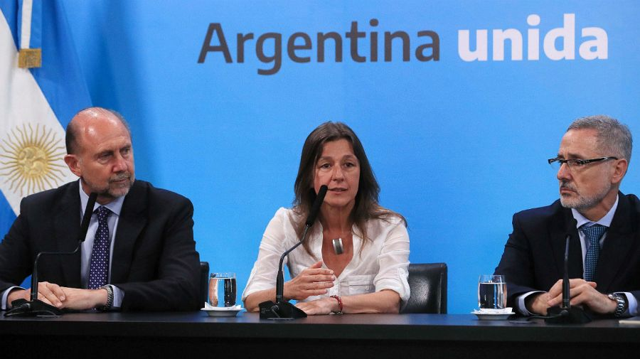 Frederic habla, Perotti y Sain escuchan. Fue en la conferencia de prensa post reunión con Alberto Fernández en Casa Rosada.