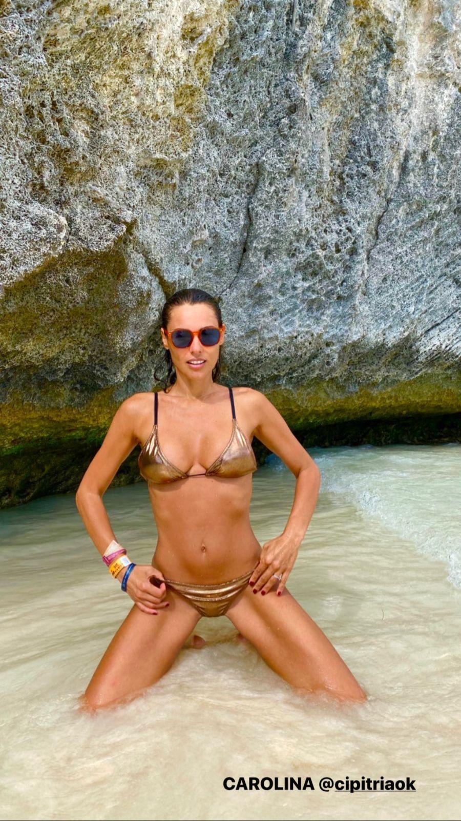 Infernal: Pampita rompió la web con sus fotos en bikini metalizada