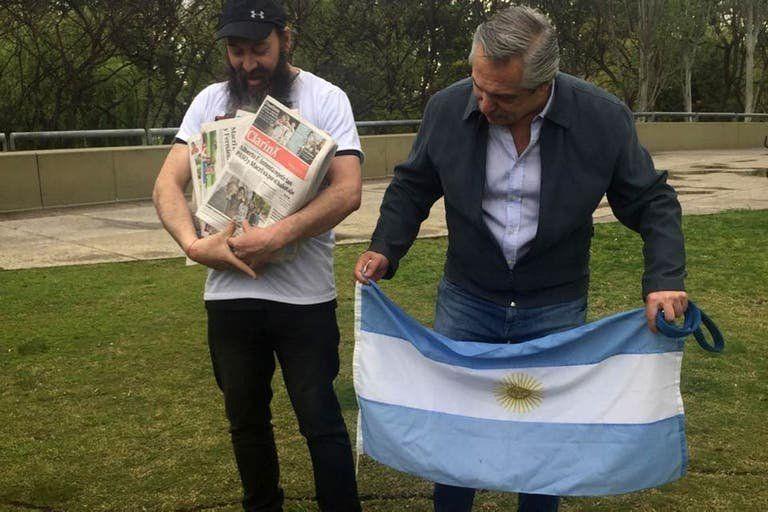 Alberto Fernández y su canillita 3