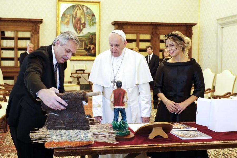 Fabiola Yañéz dio cátedra de elegancia con su atuendo para visitar al Papa Francisco