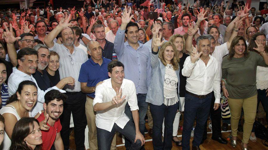 Cornejo, Sanz y Salvador encabezaron el acto radical en Mar del Plata.