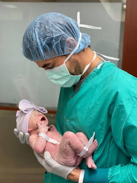 Enrique Iglesias y Anna Kournikova compartieron la primera foto de su hija
