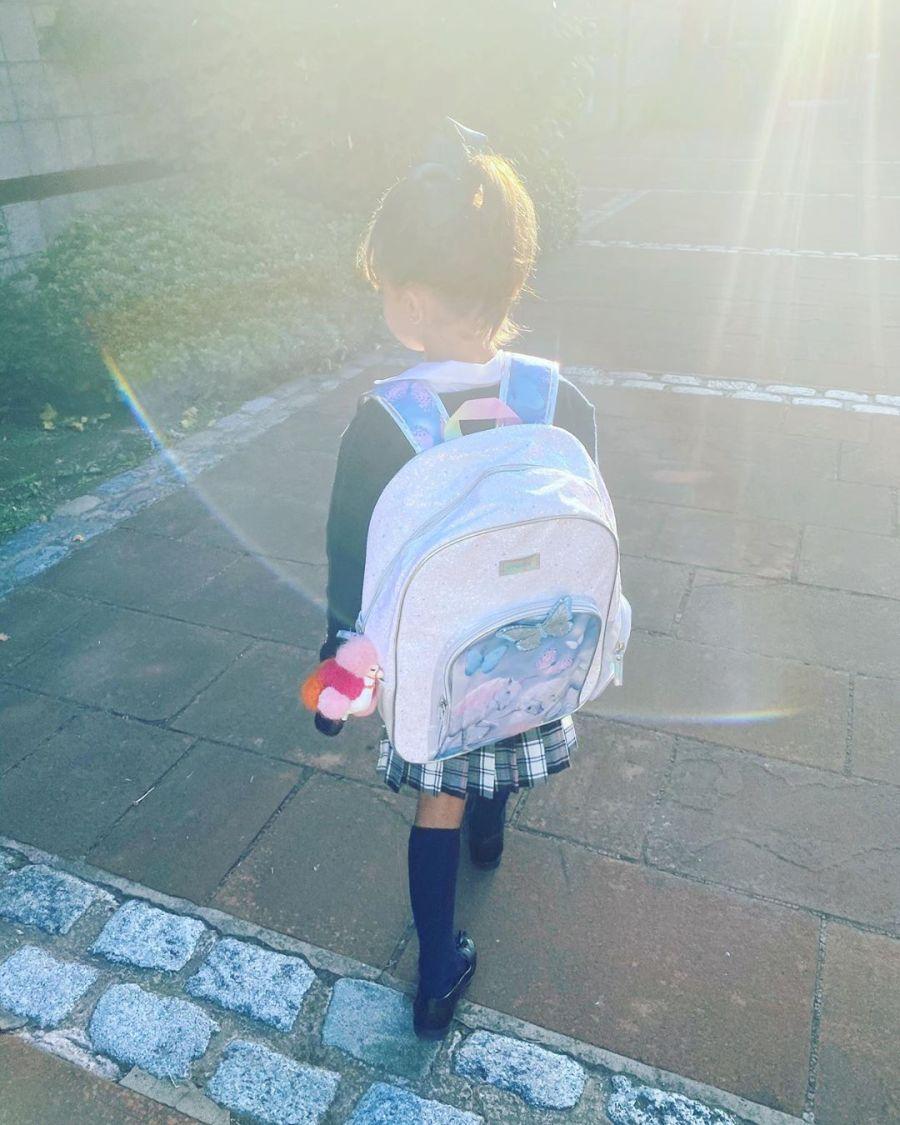 El look de la hija de la China Suárez para comenzar las clases