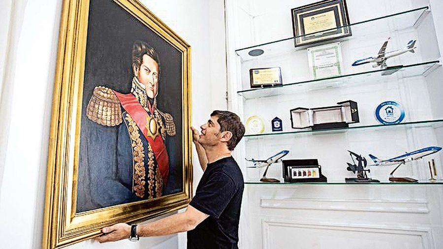 Kicillof con el cuadro de Rosas que le reglaó Alberto Fernández.