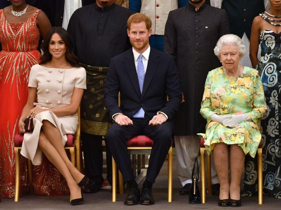 Meghan Markle y Harry, junto a Isabel