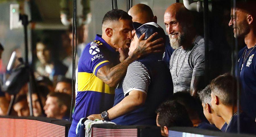 carlos tevez diego maradona kiss