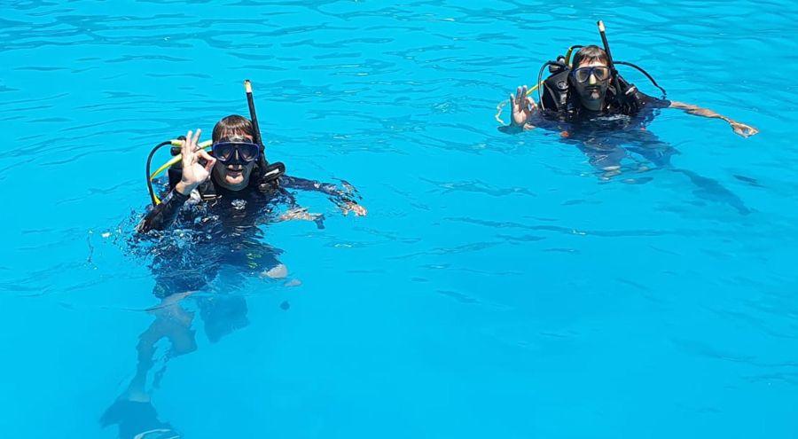 Antes de largarse a las profundidades hay que entrenar muy bien en pileta.