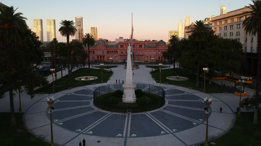 empty plaza de mayo
