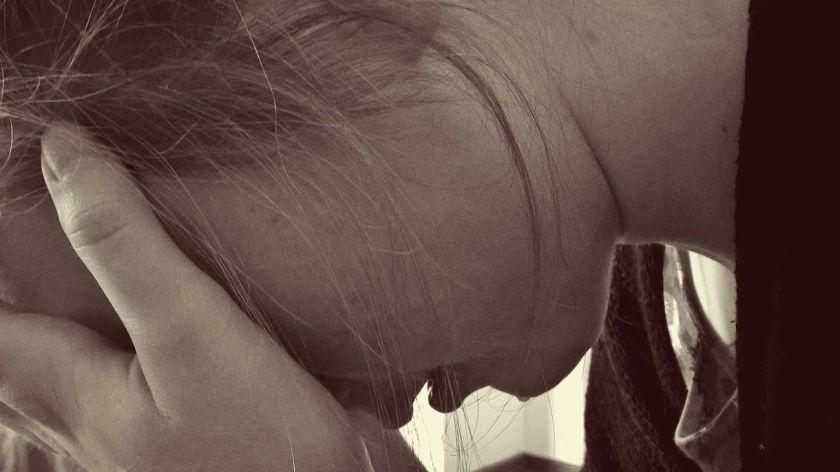 Mujer depresion angustia despido triste
