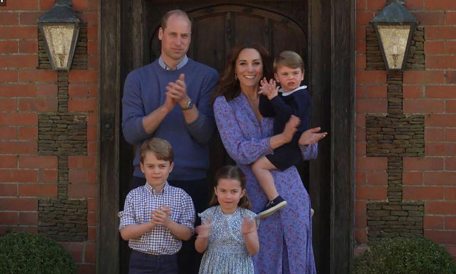 El príncipe William, Kate Middleton y sus tres hijos se unieron a aplauso solidario a los médicos