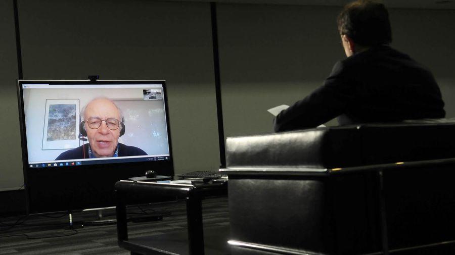 Peter Singer, en la entrevista con Jorge Fontevecchia.