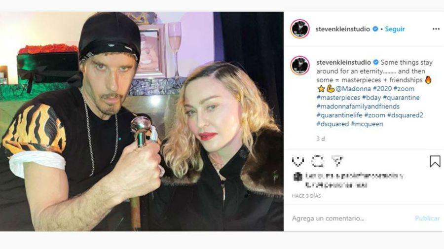 Madonna de fiesta con Steve Klein, rompiendo la cuarentena