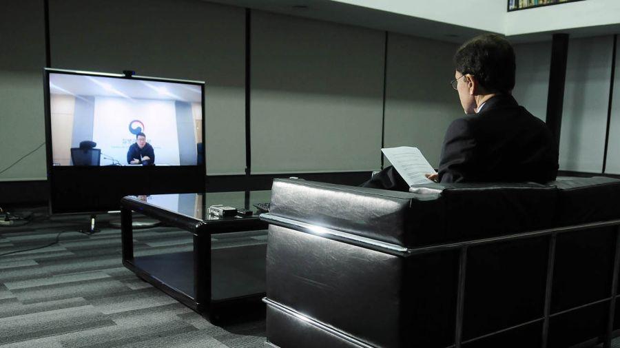El pandemiólogo de Corea In-ho Kim, en la entrevista con Jorge Fontevecchia.