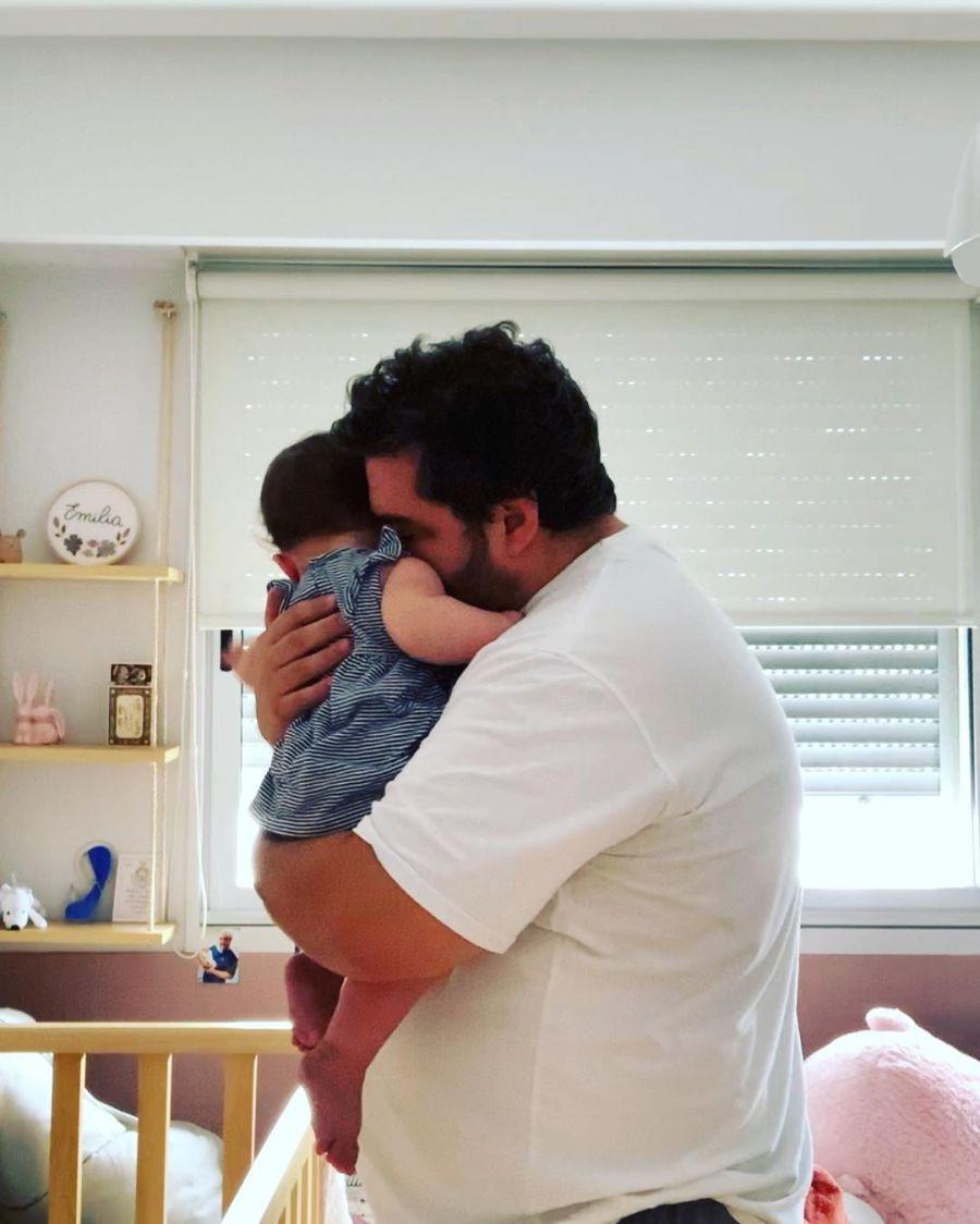 Darío Barassi mostró cómo vive con su esposa e hija en cuarentena: