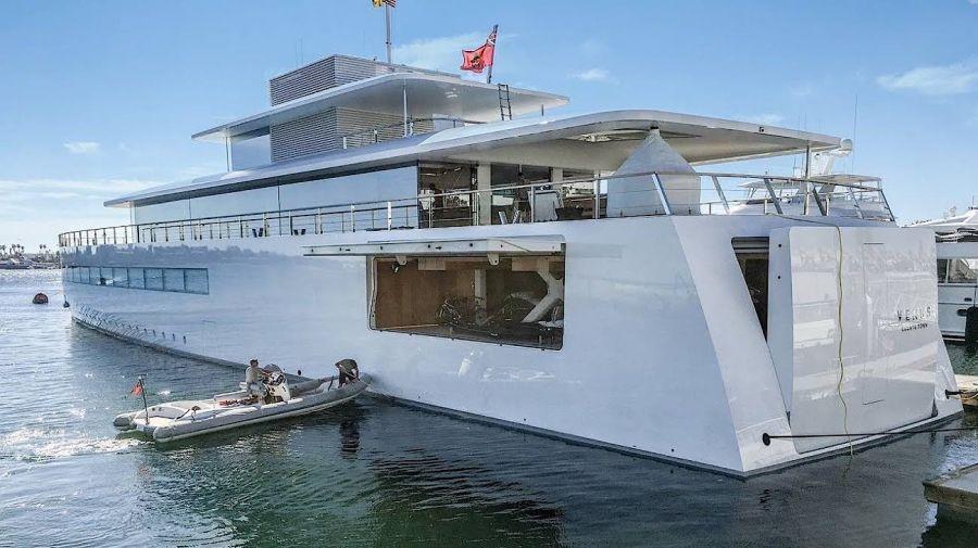 2005_i_yacht_steve_jobs