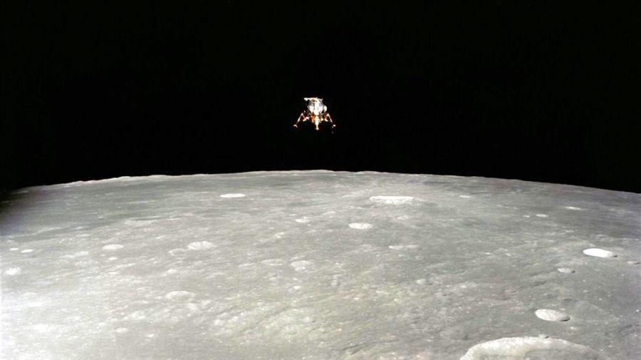 2805_hombre_luna