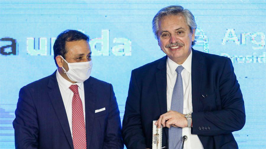 El presidente Alberto Fernández, junto al gobernador Oscar Herrera Ahuad, al llegar a Misiones.