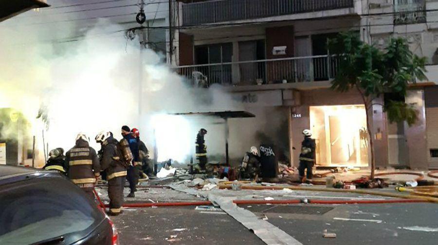 Villa Crespo. Incendio y explosión. Dos bomberos muertos y decenas de heridos.