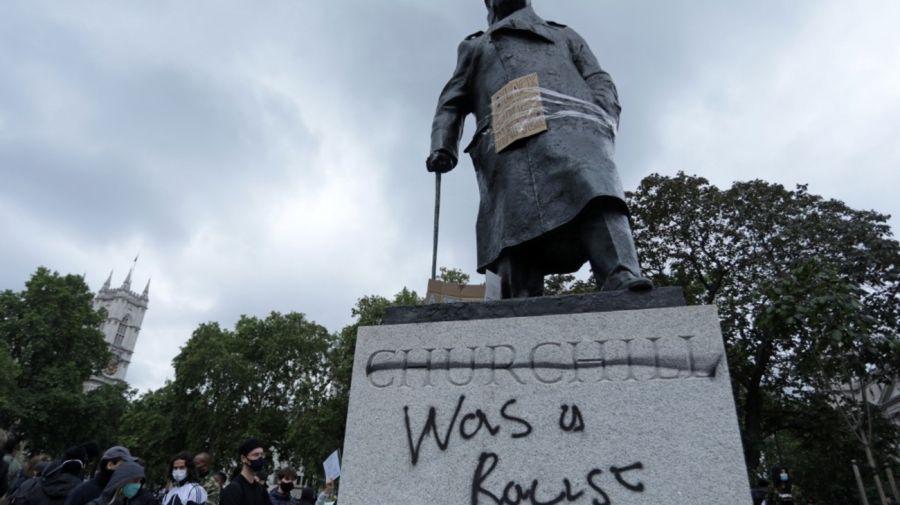 Pintaron la estatua de Churchill: