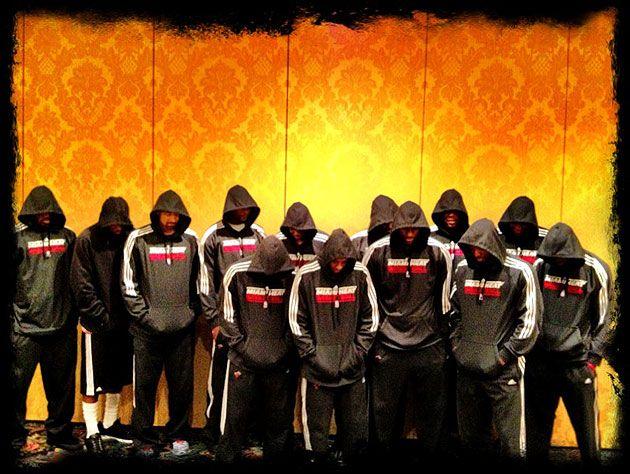 Equipo de Miami Heat con Hoodies en protesta antiracial