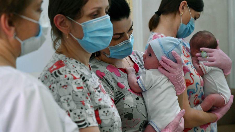 Argentinos que fueron a Ucrania por la suborrogacion de vientres 20200611