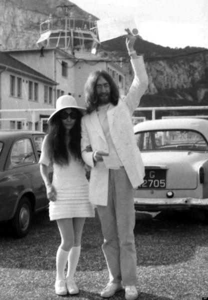 John Lennon y Yoko Ono dieron el sí el Gibraltar en marzo de 1969 y eligieron las Superga.