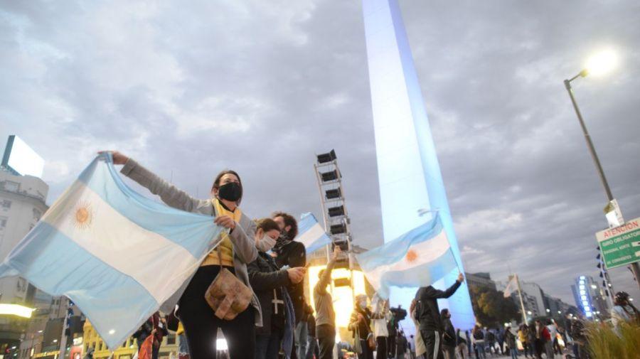 Banderazo contra la estatización de Vicentin en el Obelisco