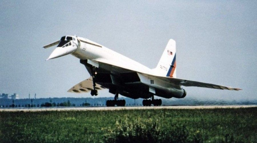 2306_avion_supersonico