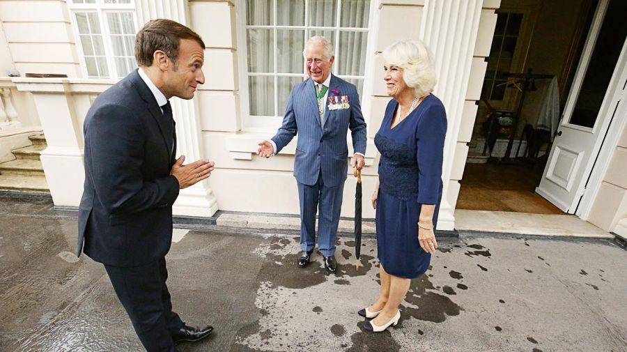 Macron visitó al príncipe Carlos