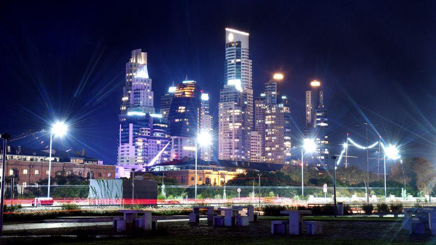 Vistas nocturnas de la Ciudad en cuarentena segunda 20200625