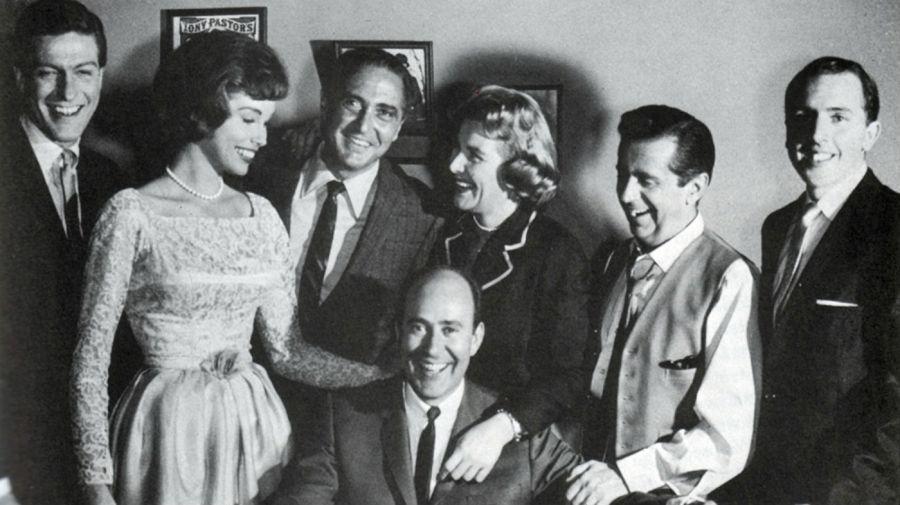 Carl Reiner y el elenco de The Dick Van Dyke Show