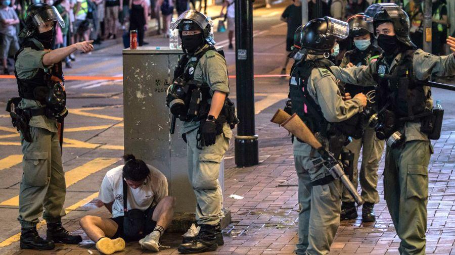 Con la nueva normativa, la policía reprime con más violencia en Hong Kong.