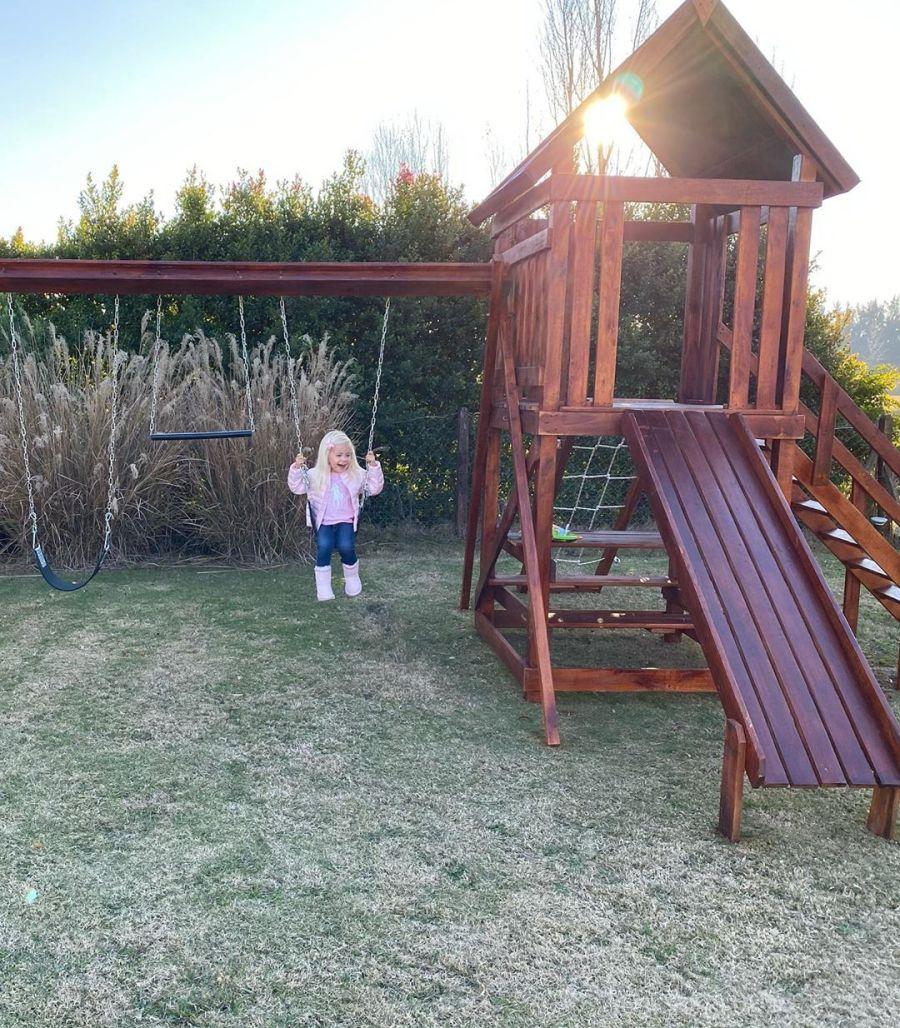 Matilda Salazar en su parque de juegos