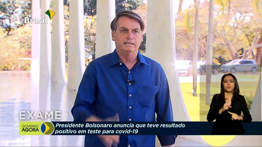 Bolsonaro dialogó con periodistas por momentos sin barbijo pero con coronavirus.