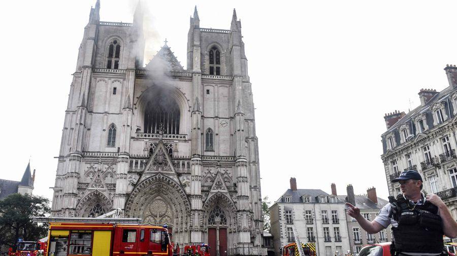 La Catedral de Nantes, este sábado 17 de julio de 2020, afectada por un incendio.