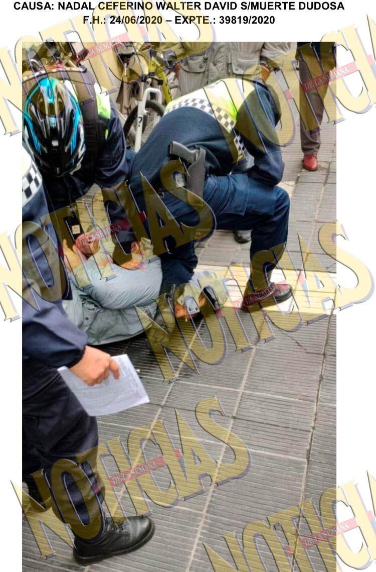 Tucumán: Policía presiona con su rodilla el cuello de hombre que luego falleció