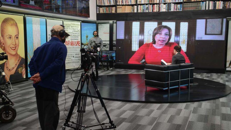 Arabela Carreras, gobernadora de Río Negro, en la entrevista con Jorge Fontevecchia.