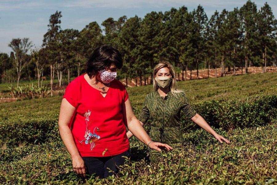 Fabiola Yáñez junto a las mujeres rurales