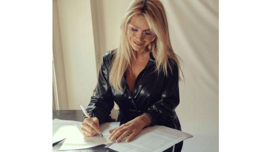 Florencia Peña firmó el contrato con Telefe