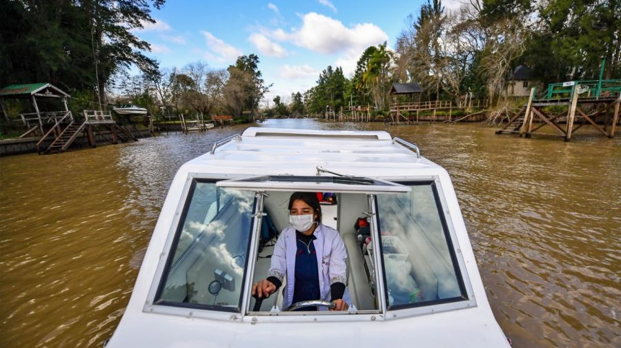 vet by boat tigre leila peluso