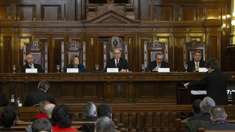 Silencio. Pese a estar en el epicentro de tensión, los miembros de máximo tribunal solo reaccionaron cuando Fernández cuestionó su desempeño en una entrevista.