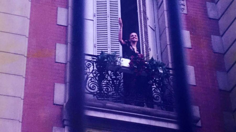 Madonna, saludando a sus fans frente a Hyatt.