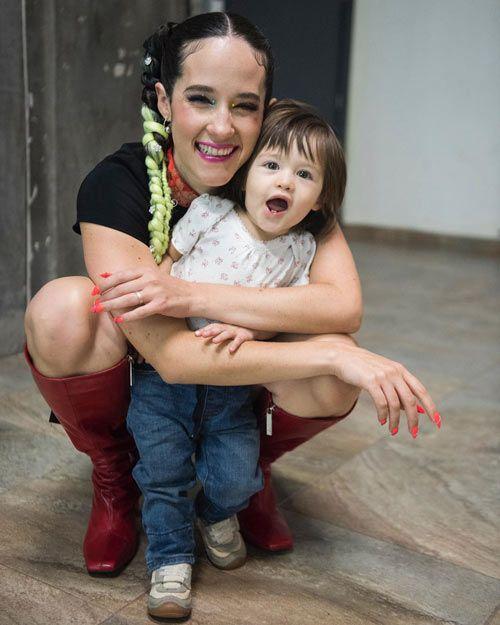 Ximena Sariñana junto a su hija Franca