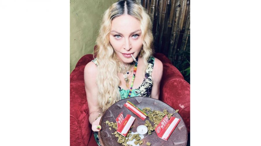 Madonna fumando marihuana