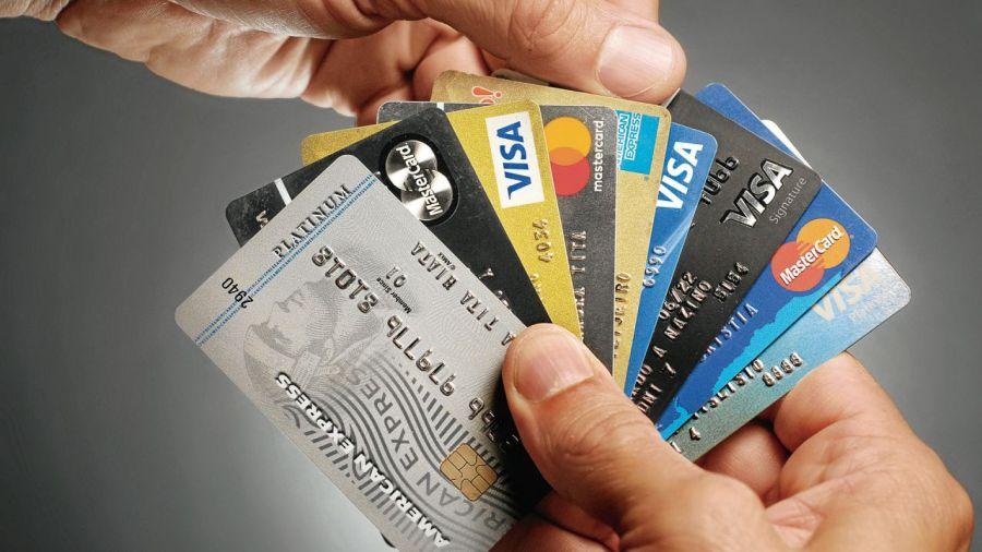 Polémica sobre la refinanciación de las tarjetas de crédito