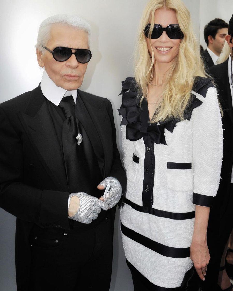 Claudia Schiffer y Karl Lagerfeld en el back de Chanel