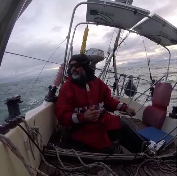La increíble historia del navegante argentino que cruzó el Atlántico solo