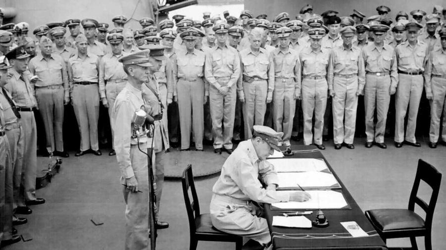 Firma del acta de rendición de Japón en 1945